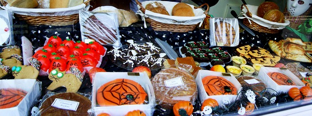 Scary cats, spider cakes,skeleton biscuits,pumkin buns