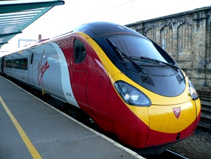 Virgin_Pendolino_390009_at_Carlisle_2005-10-08_01