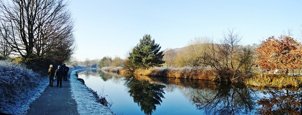 A frosty walk along the canal.